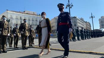 Ayuso y Almeida han colocado una corona de laurel en la lápida que recuerda a los Héroes del 2 de mayo