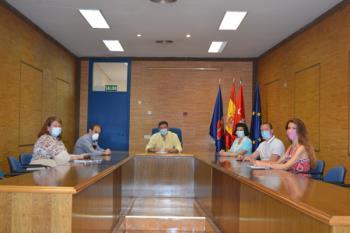 Esther Alía se ha reunido con el alcalde de Humanes de Madrid para abordar diversos temas de interés