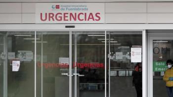 """""""Si mandamos pacientes al Zendal, nos quitan los médicos y enfermeros en nuestro hospital"""" explica un enfermero del centro"""