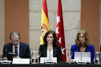 Alcaldes del PSOE luchan para presentar una moción de censura a Ayuso