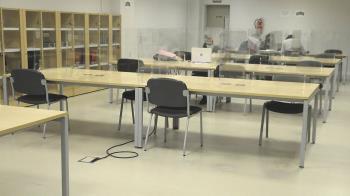 Los mayores de 65 años tienen asientos exclusivos en la sala de lectura