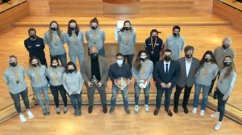 Han asistido los componentes del equipo, el alcalde, el vicealcalde y la concejal de deportes