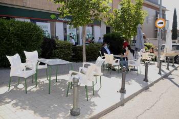 La ampliación de espacio de las terrazas no excederá el total de la franja peatonal
