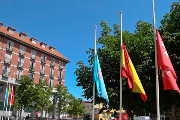Las banderas ondearán a media asta en todos los edificios públicos