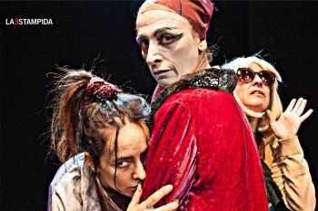 Tres mujeres que deciden salvar sus vidas a través del teatro