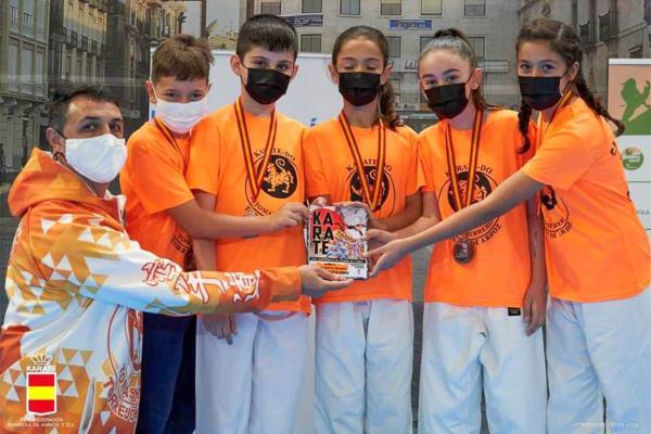 Los alumnos del Club Karate Tomás Herrero de Torrejón de Ardoz quedan terceros en el Campeonato de España infantil por equipos en la modalidad de combate