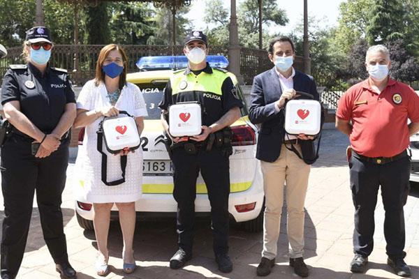 Los coches patrulla de Pozuelo, ahora cuentan con desfibriladores