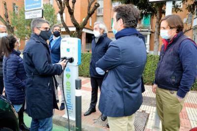 Lee toda la noticia 'Los dos primeros puntos de recarga eléctrica de vehículos'