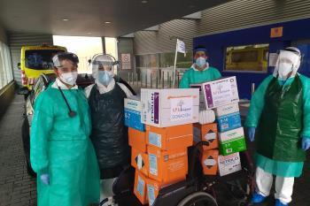 El APA del centro ha canalizado la ayuda que ha entregado esta mañana y sigue recogiendo aportaciones