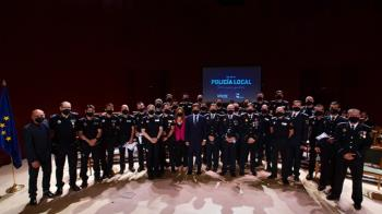 En el acto se entrego también la Cruz del Mérito Profesional a ocho Agentes del Cuerpo de la Policía Local