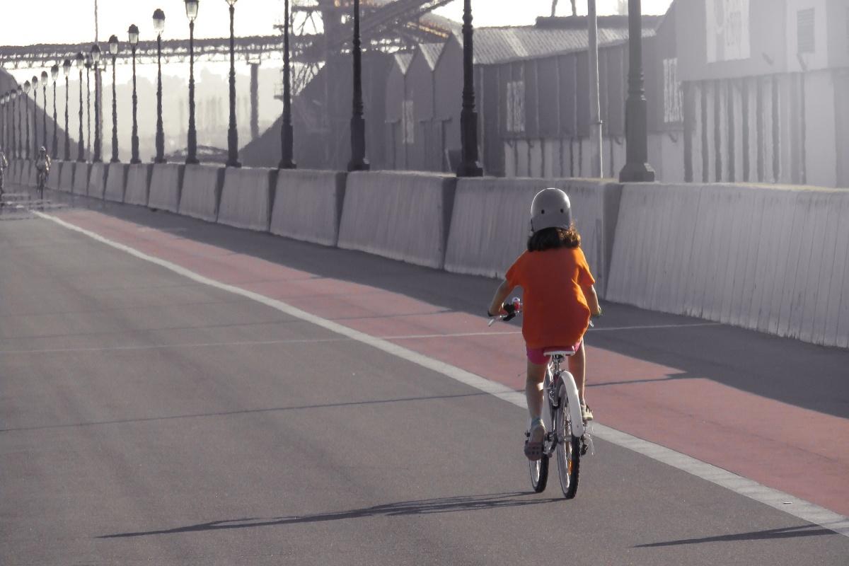 A modo de protesta han realizado una bicicletada para pedir un cambio en la distribución de las calles, también para los peatones