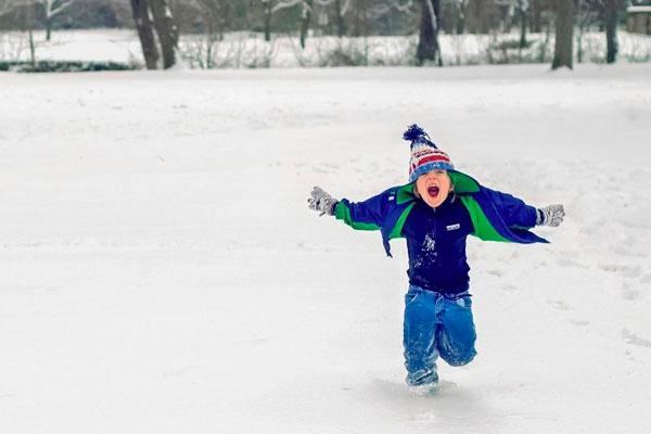 Los colegios, institutos y universidades permanecerán cerrados a causa de las nevadas