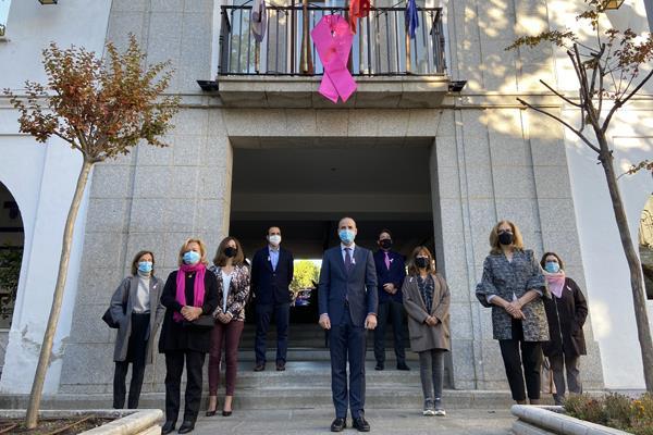 Majadahonda tiñe de rosa el ayuntamiento contra el cáncer de mama
