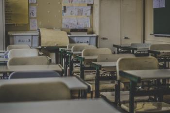 El grupo municipal muestra su apoyo a los afectados por la escolarización