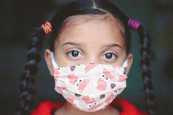 La CAM destinará dos millones para que los centros educativos compren mascarillas higiénicas no reutilizables