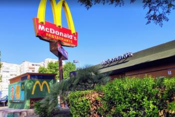 A partir de las 13:00 horas podrás recoger tu menú desde el coche o pedirlo a domicilio