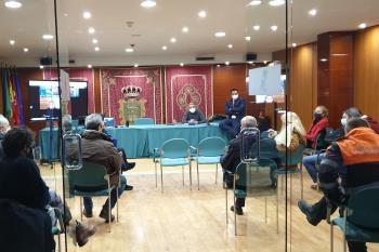 Reunión del equipo de gobierno, los partidos y los servicios municipales
