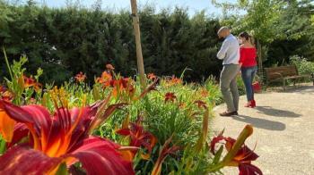 El alcalde, José Luis Álvarez Ustarroz, ha visitado el Parque de la Rosaleda de las Víctimas del Terrorismo