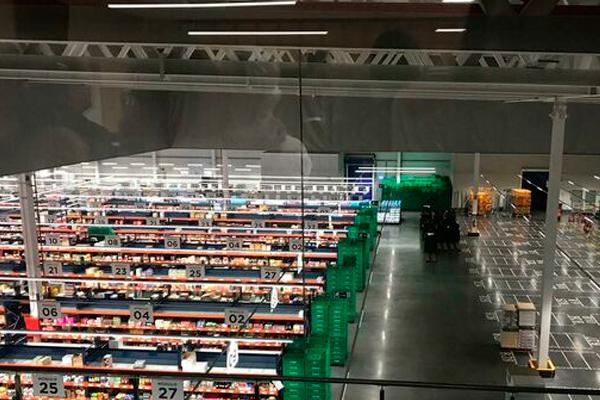 La distribuidora valenciana busca también personal de supermercado para trabajar durante el verano