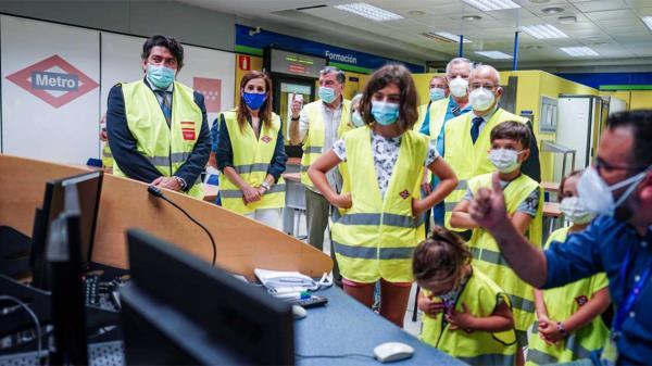 Metro celebra el Día de los Abuelos abriendo sus puertas a nietos y abuelos de sus empleados