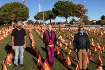 Lee toda la noticia 'Miles de banderas de España rinden homenaje a las víctimas del Covid en Boadilla'
