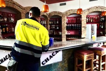 Un centenar de locales de Móstoles han sido desinfectados en la última semana con este servicio gratuito