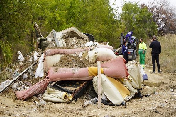 Móstoles refuerza las actuaciones para desmantelar vertederos ilegales en la ciudad