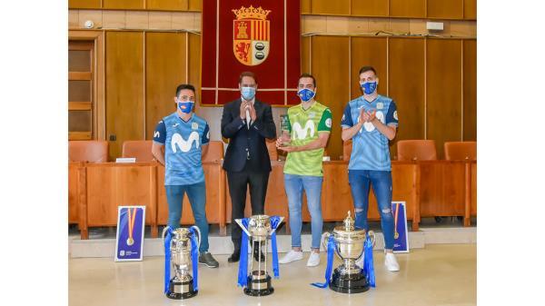 Ignacio Vázquez recibió en el Salón de Plenos del Ayuntamiento al equipo de fútbol sala, Movistar Inter, como reconocimiento a su brillante temporada 2020/2021