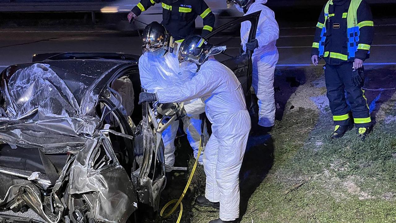 En el acto una mujer de unos 40 años ha resultado herida como consecuencia del impacto de un único vehículo implicado