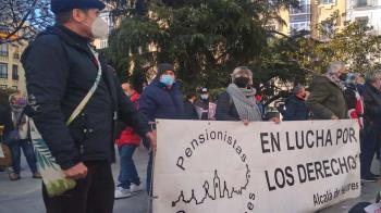 La asociación de Pensionistas Complutenses denuncia el trato de los bancos a los ciudadanos