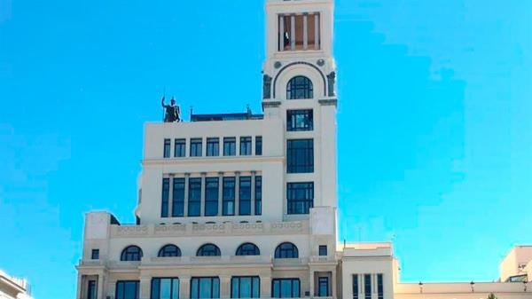 El edificio es obra de Antonio Palacios, inaugurado en 1926