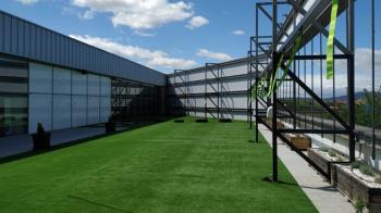 Los usuarios del Carné Abonado Multideporte podrán hacer uso de la nueva sala exterior del centro para realizar estiramientos, trabajos de abdomen y participar en actividades dirigidas