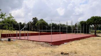 El Ayuntamiento ha habilitado una pista de fútbol sala y de baloncesto