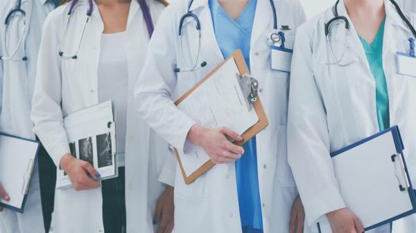 Son residentes de Medicina (MIR), Enfermería (EIR), Farmacia (FIR) y Psicología (PIR)