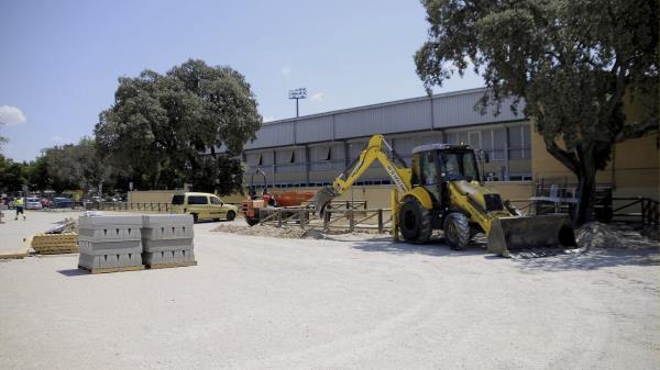 Obras de mejora en el aparcamiento del complejo deportivo municipal Ángel Nieto