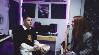 """Aitor Merino, cantante y compositor alcalaíno, acaba de publicar su primera canción """"Traje nostalgia"""""""