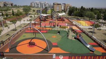 Estos dos parques inclusivos públicos de ocio infantil de Dehesa Vieja y Tempranales de San Sebastián de los Reyes suman un total 2.000 metros cuadrados