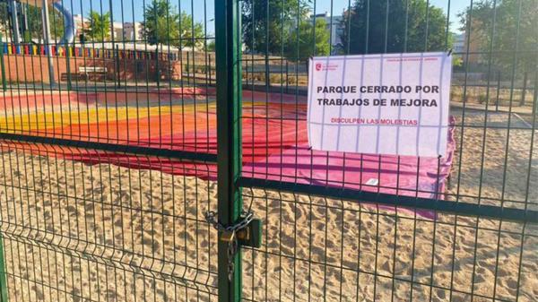"""El pasado 22 de julio el Parque Inclusivo de Tempranales de Sanse contaba con un cartel de """"cerrado por trabajos de mejora"""""""