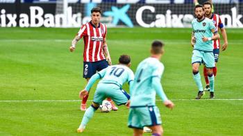 El Levante ganó 0-2 a los rojiblancos y tambalea la permanencia del primer puesto