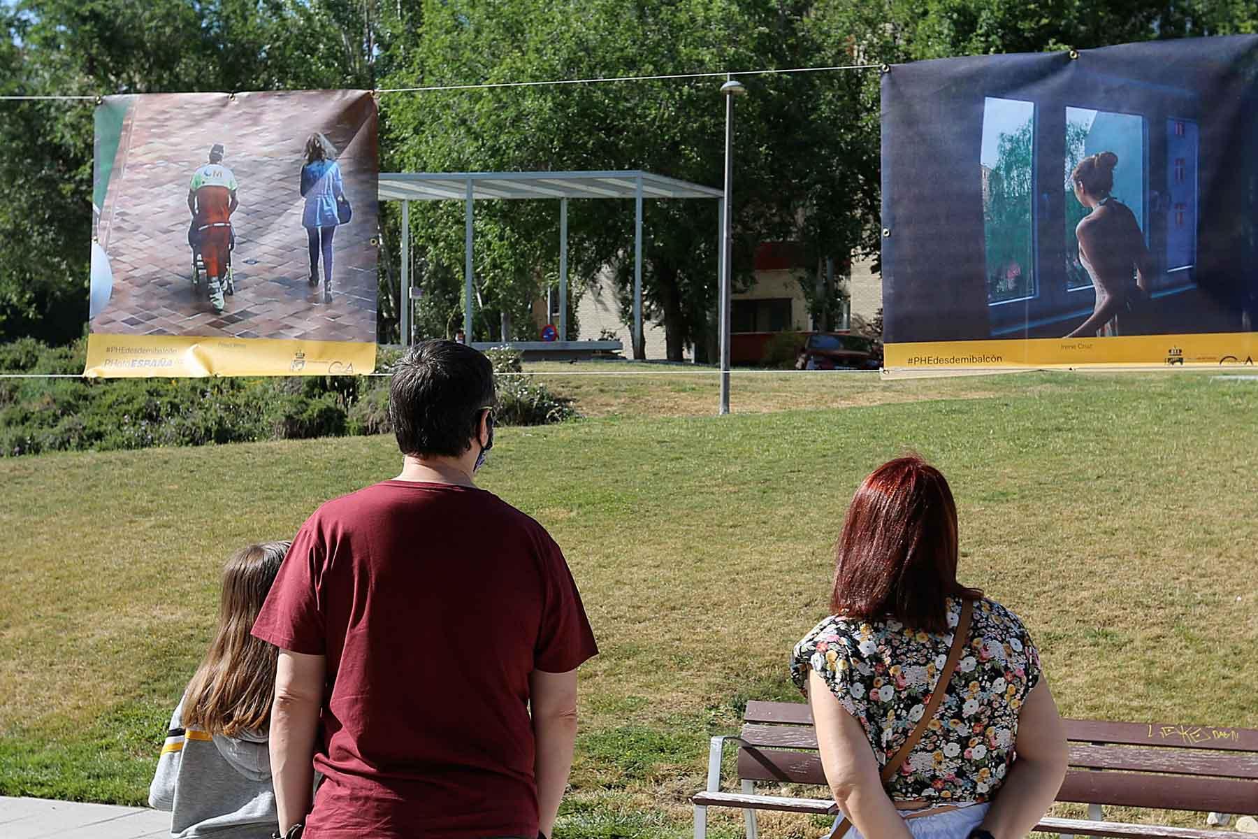 La muestra, que se puede visitar en diferentes puntos de la ciudad a través de lonas, consta de 50 instantáneas