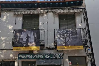Un total de 50 fotografías colgadas en los balcones de la calle Madrid y alrededores se podrán ver hasta agosto