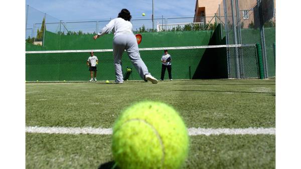 Habrá 15 vacantes en el de tenis y 33 en el de pádel
