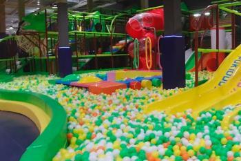 El parque de juegos para todas las edades cuenta con 3.000 metros cuadrados de diversión
