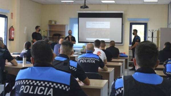 La Policía de Humanes fue la primera en 2019 en recibir esta formación en la Comunidad de Madrid