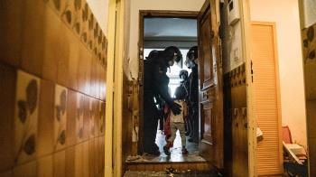 """Agentes de Policía Nacional y Municipal de Madrid han desalojado el piso que """"okupaban"""" desde hacía 7 años"""