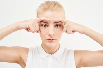 El yoga facial junto al té de hibisco ayudan a fortalecer la piel ante los rayos UV