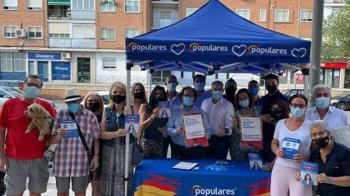 El populares han recogido más de 700 firmas en todos los distritos de Alcobendas este mes