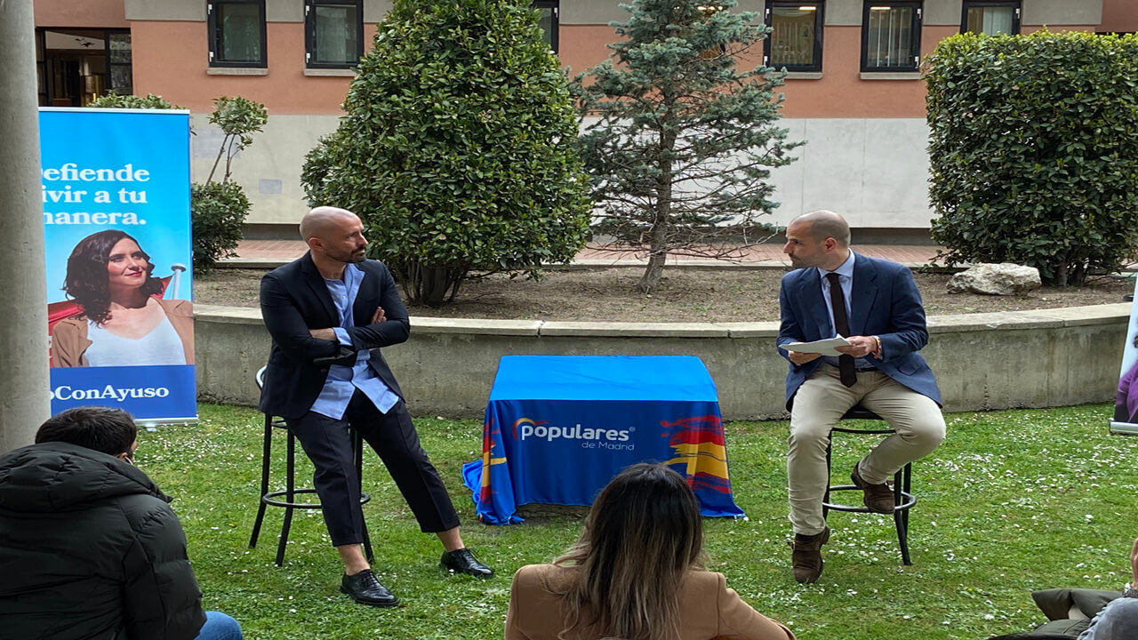 El acto tuvo lugar en la Casa de la Cultura de Majadahonda con la presencia del alcalde de la ciudad José Luis Álvarez Ustarroz