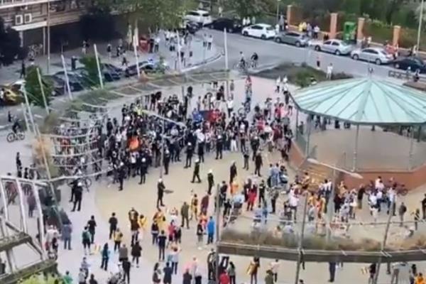 La Plaza de los Príncipes de España ha sido cerrada por el Ayuntamiento tras las concentraciones y enfrentamientos ocurridos en estos días