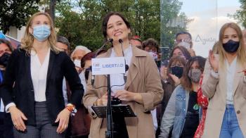 Isabel Díaz Ayuso y Rocío Monasterio han acudido a Fuenlabrada a pedir el voto para las elecciones del 4M.